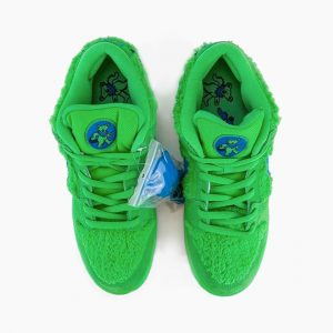 Grateful Dead & Nike – SB Dunk Green Bear (2)
